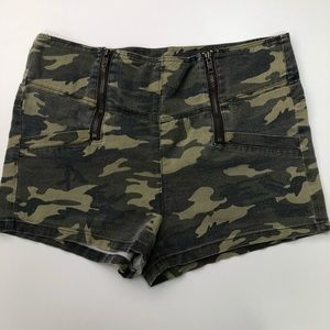 🍭Camo Shorts with Zip Details Sz M